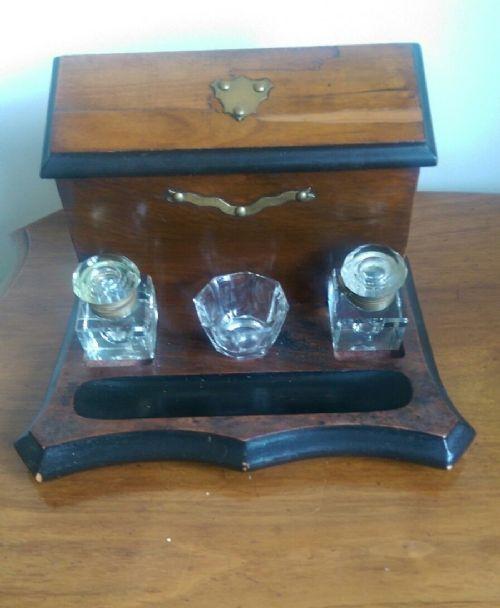 Viktorianischer original antiker Glas Tintenfass Ständer Messing 1880