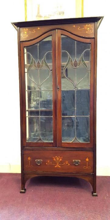 Bezaubernder Antiker Englischer Jugendstil verglaster Schrank ca. 1900