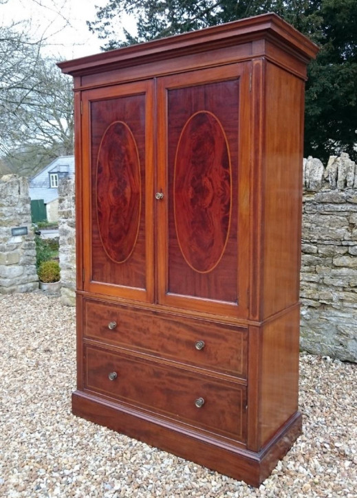 Edwardianischer englischer Mahagoni Linen Press Kleiderschrank original antik Gillows ca 1910