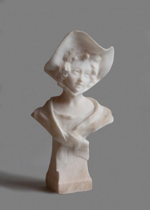 Beeindruckende Französische Antike geschnitzte Alabasterskulptur Frau ca. 1910