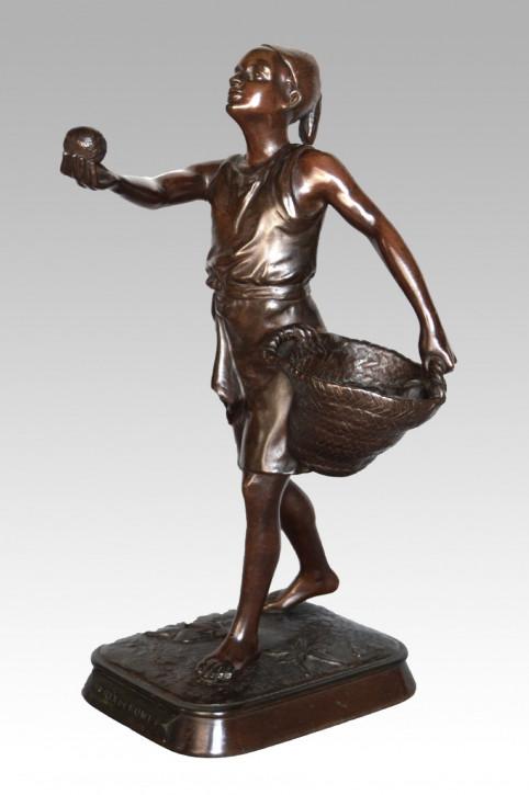 FeineFranzösische Antike Bronze Obsthändler Marcel Début ca. 19. JH