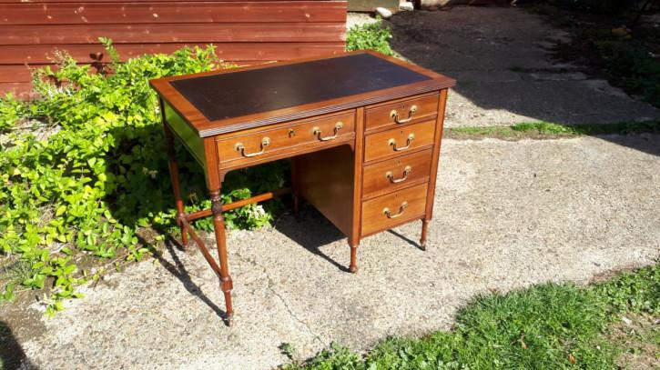Antiker Edwardianischer Englischer Mahagoni Schreibtisch