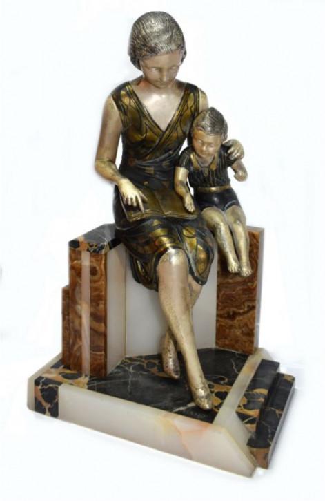 Französische Antike Art Deco Skulptur Mutter Kind von Uriano ca. 1930