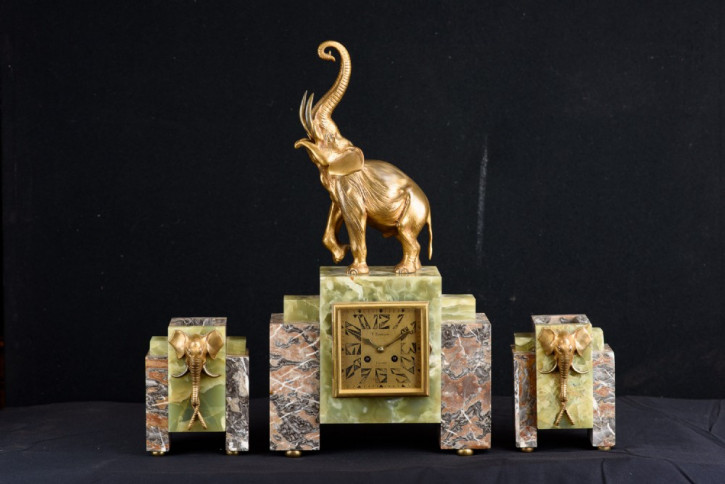 Art Deco Antike Englische dreiteilige Ormolu Elefanten Uhr ca. 1920