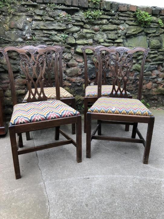 4 George III. Antike Englische Mahagoni Stühle im Chippendale Stil ca. 18. JH.