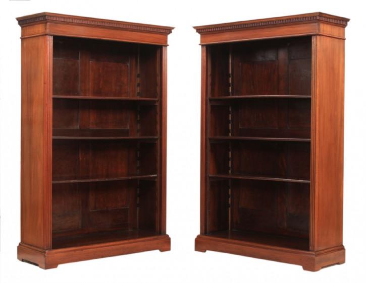 Englisches Antikes Paar Nussbaum Bücherregale ca. 1890