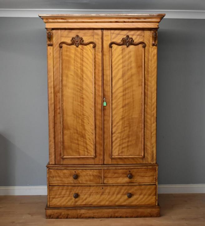 Viktorianischer Antiker Englischer Satinholz Kleiderschrank ca. 1860