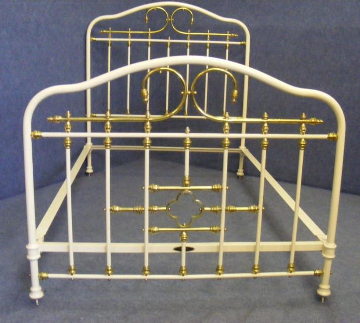 Viktorianisches Antikes Englisches Eisen und Messing Bett ca. 1860
