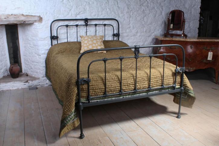 Viktorianisches Antikes Englisches Doppelbett aus Eisen ca. 1880