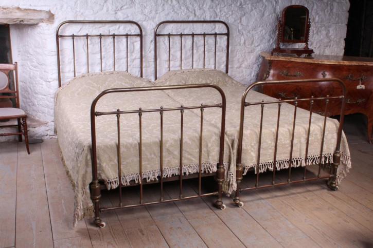 Französisches Antikes Paar Messing Betten ca. 1900