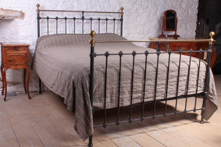 Viktorianisches Antikes Englisches Messing Bett ca. 1870