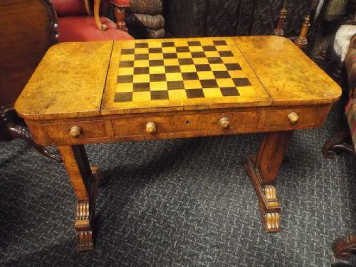 Antiker Englischer Eichen Schachspieltisch ca. 1870