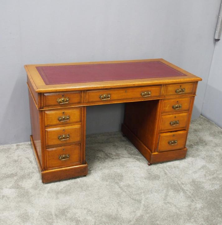 Antiker Viktorianischer Englischer Eichen Schreibtisch ca. 1880