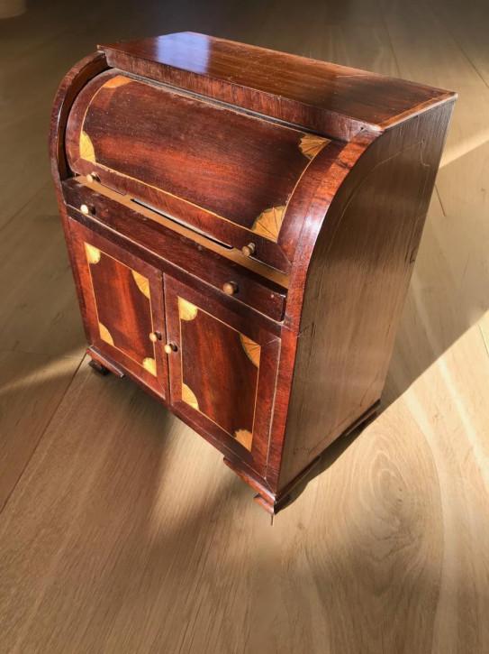Antiker Viktorianischer Englischer Mahagoni Mini Schreibtisch ca.1875