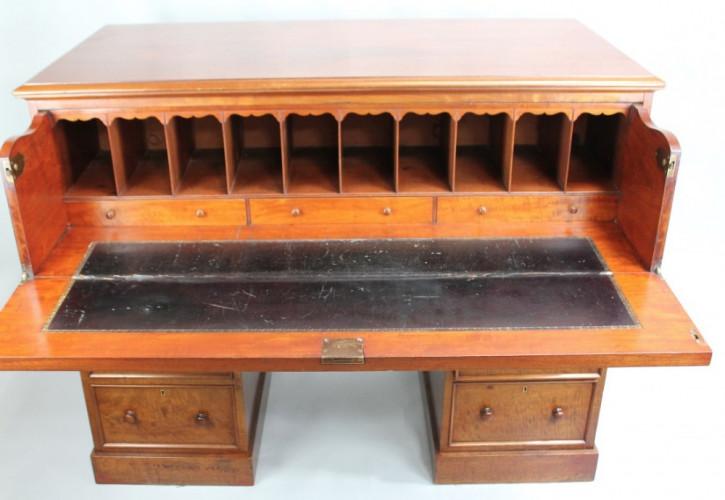Viktorianischer Antiker Englischer Mahagoni Schreibtisch ca. 1860