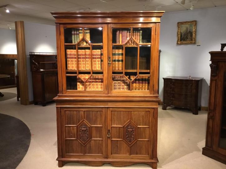 Edwardianischer Nussbaum Bücherschrank britisch antik Maple & Co ca 1910