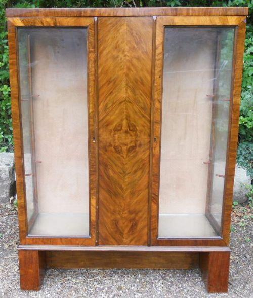 Antike Art Deco Nussbaum Vitrine britisch ca 1930