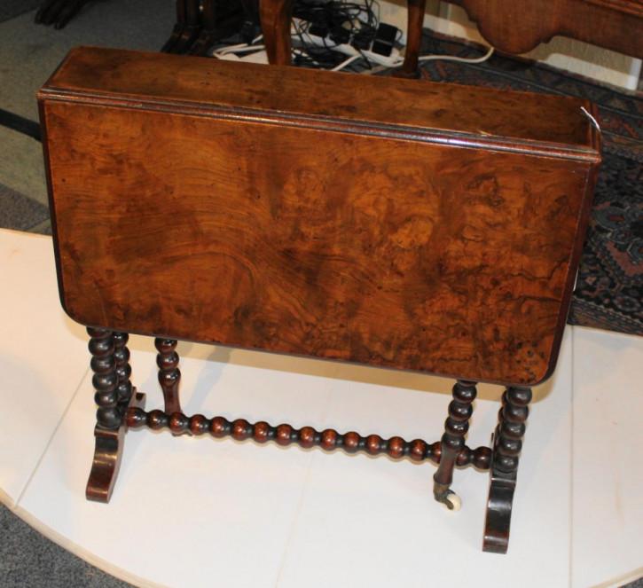 Viktorianischer Nussbaum Tisch antik englisch ca 1850