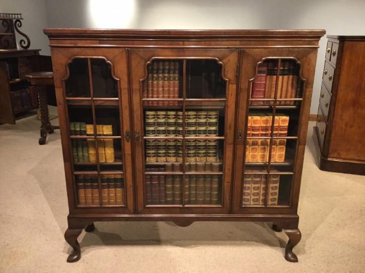 Edwardianischer antiker Bücherschrank Nussbaum englisch ca 1900