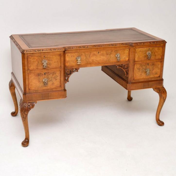 Antiker englischer Nussbaum Schreibtisch ca 1920