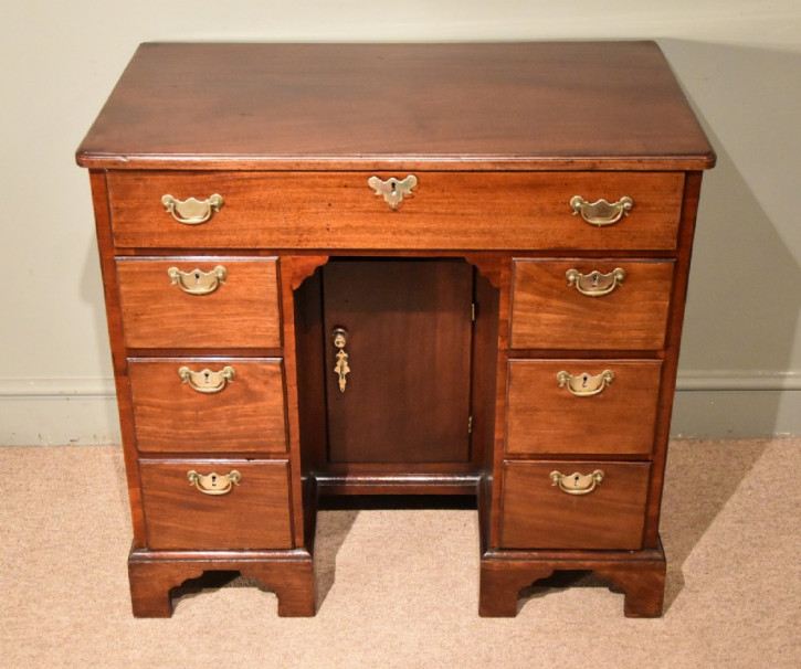 Antiker britischer Mahagoni Schreibtisch 18. Jh