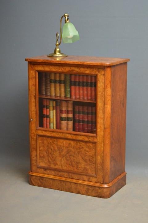 Viktorianischer Nussbaum Bücherschrank antik britisch ca 1870