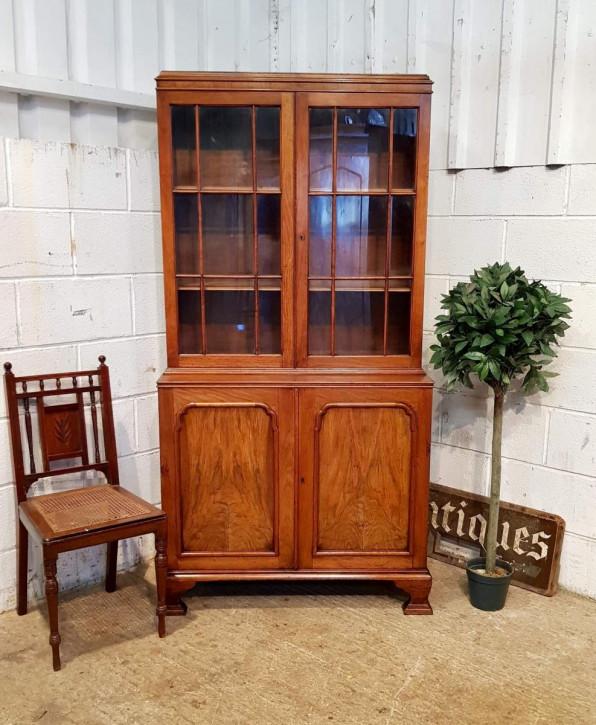 Antiker britischer Nussbaum Bücherschrank ca 1920