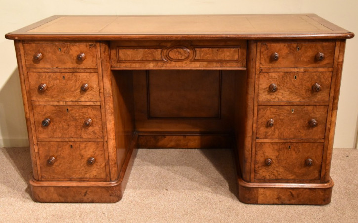 Antiker britischer Nussbaum Schreibtisch 19 Jh