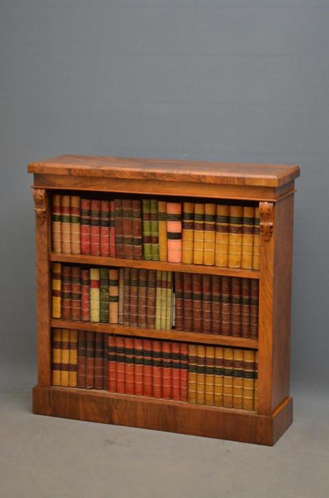 Viktorianischer antiker Bücherschrank Nussbaum englisch ca 1870