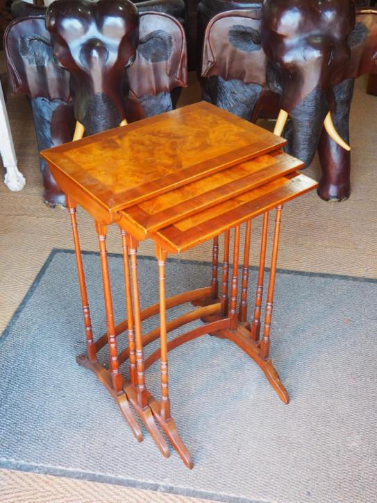 Antike britische Mahagoni Beistelltische ca 1920  Nest of tables