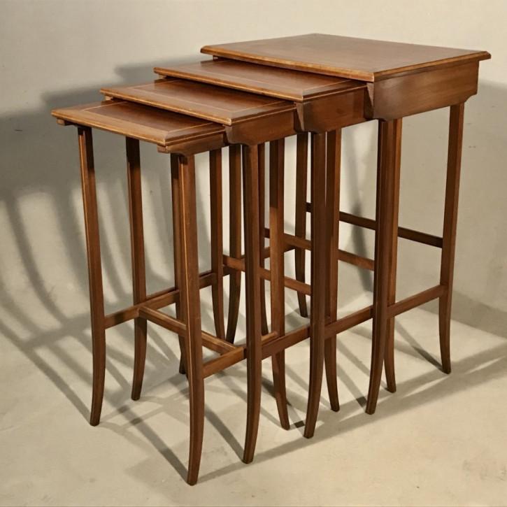 Antike britische Mahagoni Tische  Nest of tables  ca 1920