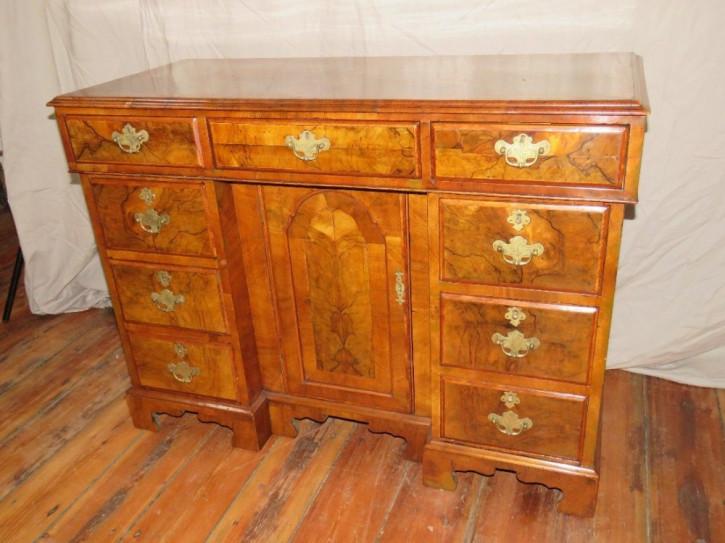 Britischer antiker Nussbaum Schreibtisch ca 19. Jh