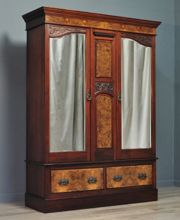 Viktorianischer antiker Kleiderschrank Nussbaum britisch ca 19. Jh