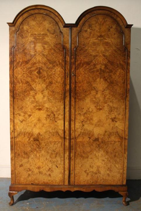 Antiker britischer Nussbaum Kleiderschrank ca 1930