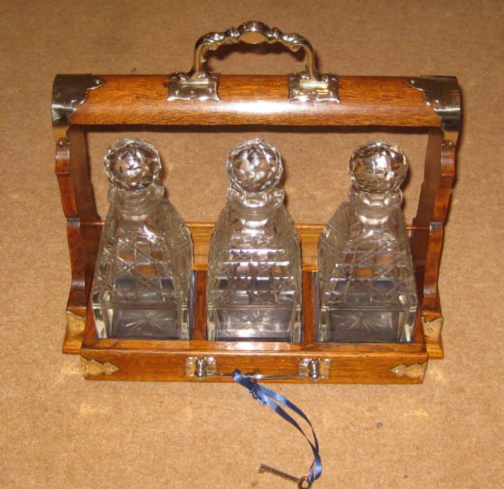Viktorianisches Antikes Englisches Eichen Tantalus Flaschen Set ca. 1890