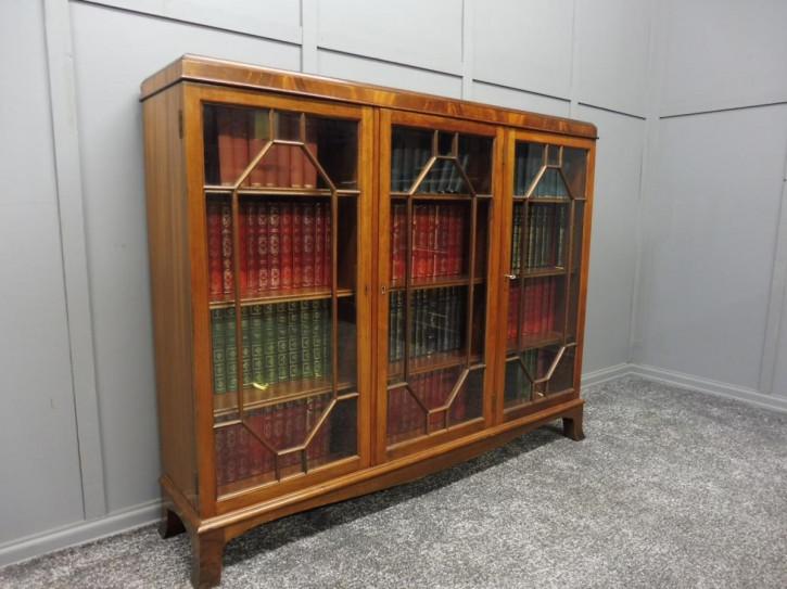 Antiker britischer Mahagoni Bücherschrank ca 1920