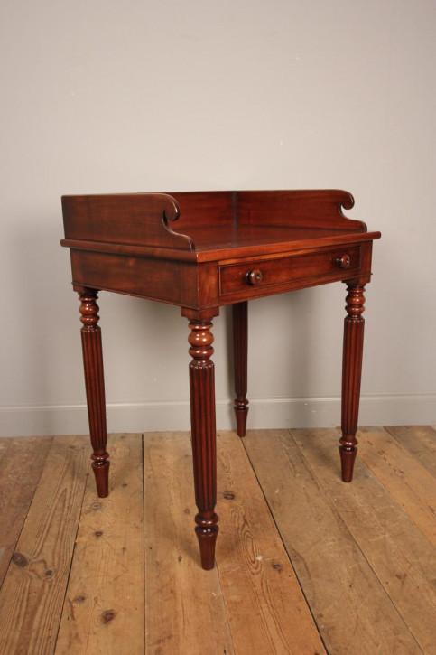 Antiker britischer Mahagoni Beistelltisch ca 1830