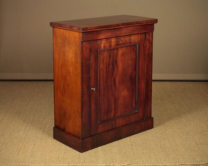 Antikes britisches Mahagoni Sideboard Schrank ca 1860.