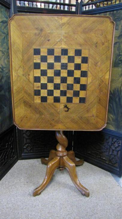 Englischer Antiker Nussbaum ausklappberer Spieltisch ca. 19. Jh.