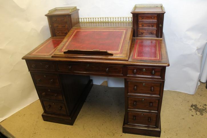 Antiker britischer Mahagoni Schreibtisch ca 1870
