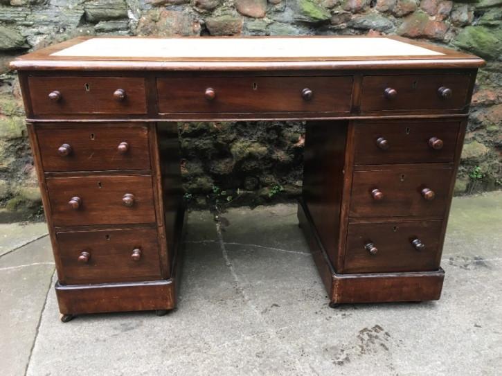 Antiker britischer Mahagoni Schreibtisch 19. Jh