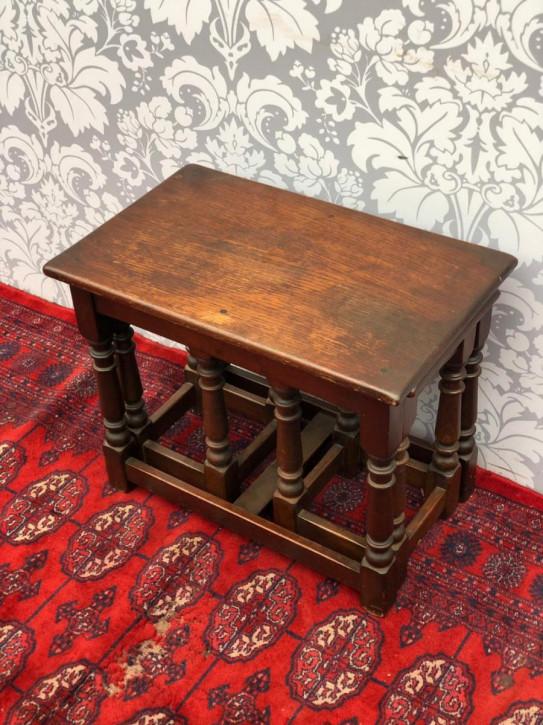 Antike britische Eichen Beistelltische Nest of Tables ca 1920