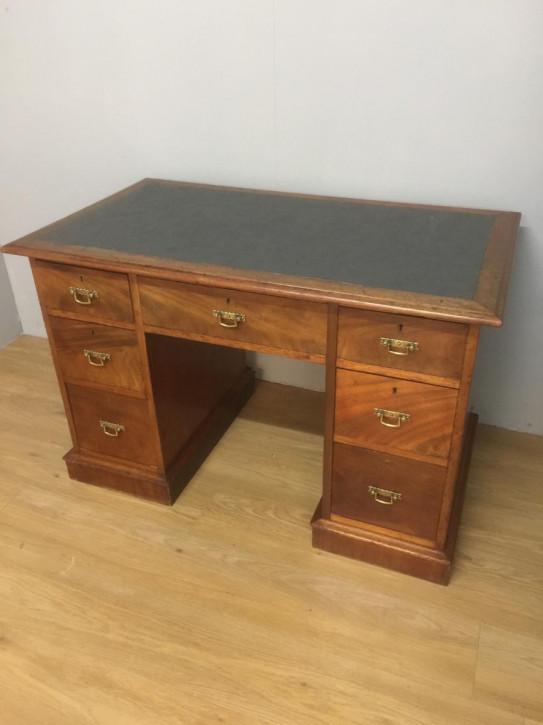 Antiker britischer Nussbaum Schreibtisch ca 1860