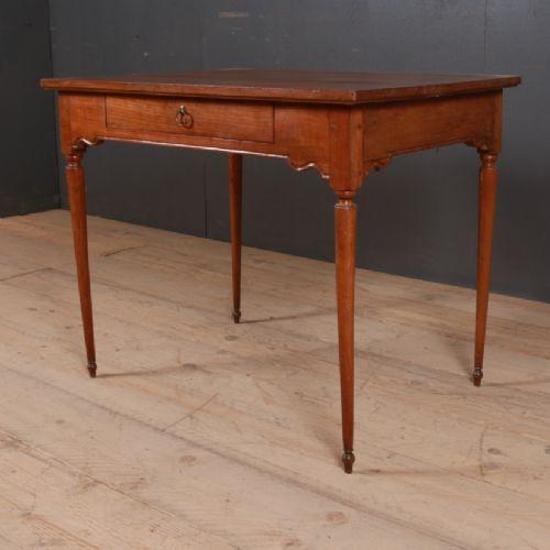 Französischer Antiker Kirschbaum Schreibtisch ca. 1860