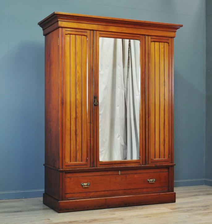 Viktorianischer Nussbaum Kleiderschrank antik ca1880
