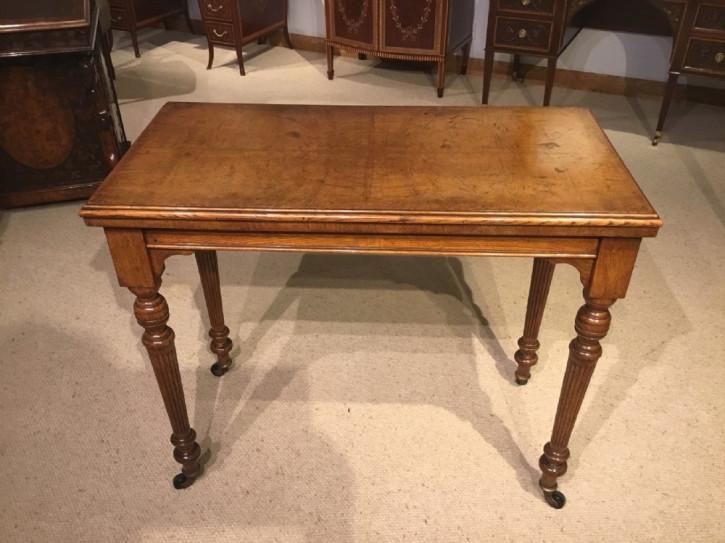 Viktorianischer umklappbarer Spieltisch Eiche