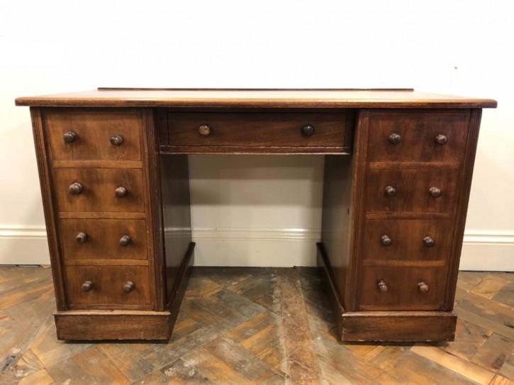 Mahagoni-Knieloch-Schreibtisch aus dem 19. Jahrhundert