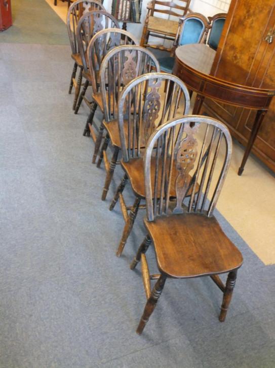 Set aus sechs Landhausstühlen