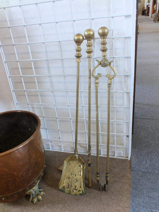 Fire Irons Feuereisen Kaminzubehör aus Messing antik aus dem späten 19. Jahrhundert