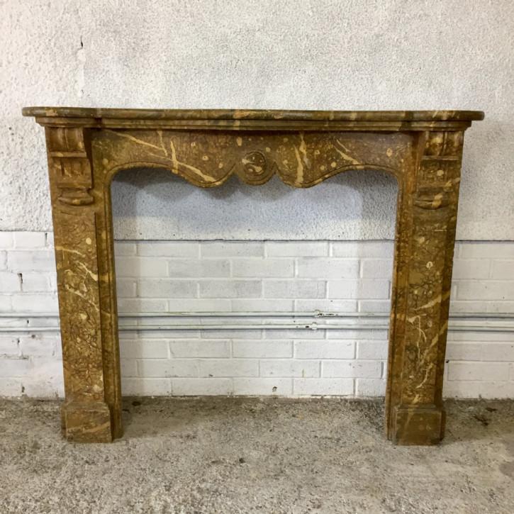 Französische Feuereinfassung aus marmoriertem Kiefernholz